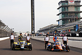 #26: Colton Herta, Andretti Autosport Honda and #9: Scott Dixon, Chip Ganassi Racing Honda with Honda HPD engineers