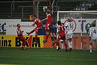 Thomas Kraft (FC Bayern M¸nchen) f‰ngt den Ball vor den angreifenden Nemrut Borgello, Viktor Riske und Christian Telch (alle FSV Mainz 05)