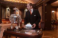 Europe/France/Aquitaine/33/Gironde/Bordeaux: Restaurant: Le Pressoir d'Argent au  Régent Grand Hôtel, service en salle [Non destiné à un usage publicitaire - Not intended for an advertising use]