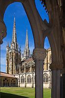 France, Aquitaine, Pyrénées-Atlantiques, Pays Basque, Bayonne:  Cathédrale Sainte-Marie vue depuis le Cloître// France, Pyrenees Atlantiques, Basque Country, Bayonne: The Cathedrale Sainte-Marie cloister