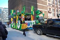 Le defile de la Saint-Patrick, 17 mars 2018.<br /> <br /> A cause des travaux sur la rue Sainte-Catherine ; le defile emprunte le boulevard DeMaisonneuve.<br /> <br /> PHOTO : Agence Quebec Presse