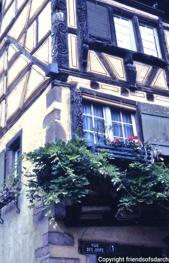 Riquewihr: Fachwerk facade. Note corner carvings of wood.