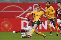 Beatrice Goad (Australien, Australia) gegen Marina Hegering (Deutschland, Germany) - 10.04.2021 Wiesbaden: Deutschland vs. Australien, BRITA Arena, Frauen, Freundschaftsspiel