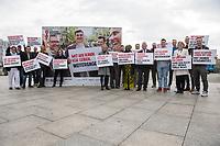 """Vorstellung der Kampagne """"Positiv zusammen leben"""" zum Welt-Aids-Tag am 1. Dezember 2017 in Berlin.<br /> Am Donnerstag den 26. Oktober 2017 stellten die Deutsche Aids-Hilfe, die Deutsche Aids-Stiftung, die Bundeszentrale fuer gesundheitliche Aufklaerung (BZgA) und das Bundesministeriums fuer Gesundheit in Berlin die diesjaehrige Informationskampagne zum Welt-AIDS-Tag am 1. Dezember 2017 vor. Unter dem Motto """"Positiv zusammen leben"""" werden im Bundesgebiet Plakate zum Thema aufgehaengt und ueber die Moeglichkeiten mit HIV zu leben informiert.<br /> Im Bild: Bundesgesundheitsminister Hermann Groehe (4.vr.) mit Aktivisten der Kampagne.<br /> 26.10.2017, Berlin<br /> Copyright: Christian-Ditsch.de<br /> [Inhaltsveraendernde Manipulation des Fotos nur nach ausdruecklicher Genehmigung des Fotografen. Vereinbarungen ueber Abtretung von Persoenlichkeitsrechten/Model Release der abgebildeten Person/Personen liegen nicht vor. NO MODEL RELEASE! Nur fuer Redaktionelle Zwecke. Don't publish without copyright Christian-Ditsch.de, Veroeffentlichung nur mit Fotografennennung, sowie gegen Honorar, MwSt. und Beleg. Konto: I N G - D i B a, IBAN DE58500105175400192269, BIC INGDDEFFXXX, Kontakt: post@christian-ditsch.de<br /> Bei der Bearbeitung der Dateiinformationen darf die Urheberkennzeichnung in den EXIF- und  IPTC-Daten nicht entfernt werden, diese sind in digitalen Medien nach §95c UrhG rechtlich geschuetzt. Der Urhebervermerk wird gemaess §13 UrhG verlangt.]"""