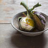 Gastronomie Générale: Artichaut Violet de Provence  ou Poivrade - Stylisme Valérie Lhomme / General Gastronomy: Artichoke Violet de Provence or Poivrade - Stylism Valérie Lhomme