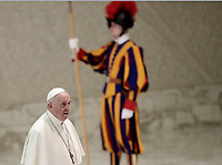 Papa Francesco arriva all'Udienza Generale del mercoledi' in aula Paolo VI in Vaticano, 10 gennaio 2018.<br /> Pope Francis arrives to lead his weekly general audience in Paul VI Hall at the Vatican, on January 10, 2018.<br /> UPDATE IMAGES PRESS/Isabella Bonotto<br /> <br /> STRICTLY ONLY FOR EDITORIAL USE
