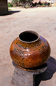Koatinemo village, Brazil. Assurini Indian pot decorated with typical geometric design and glazed with vegetable resin.