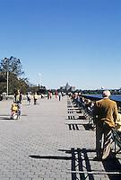 New York: Battery Park Promenade.