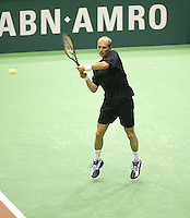 24-2-06, Netherlands, tennis, Rotterdam, ABNAMROWTT, Nikolay Davydenko in action against Daniele Bracciali