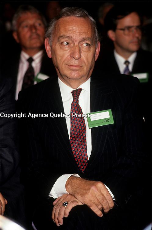 John Ciaccia<br /> (PLQ) durant le referendum de 1992<br /> <br /> PHOTO :  Pierre Roussel<br />  - Agence Quebec Presse