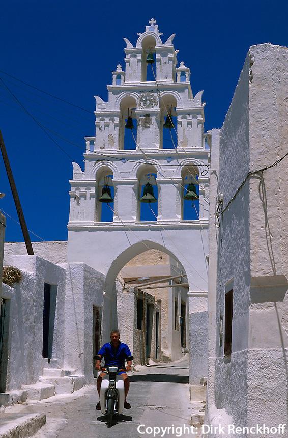 Glockenturm bei  Kirche Agios Damian in Megalochori, Insel Santorin (Santorini), Griechenland, Europa