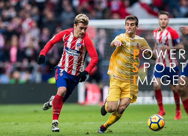 Antoine Griezmann (L) of Atletico de Madrid battles for the ball with Pere Pons Riera of Girona FC during the La Liga 2017-18 match between Atletico de Madrid and Girona FC at Wanda Metropolitano on 20 January 2018 in Madrid, Spain. Photo by Diego Gonzalez / Power Sport Images
