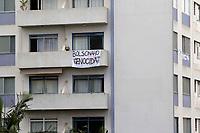 Campinas (SP), 09/06/2020 - Protesto - Morador coloca faixa como forma de protesto na abertura do comercio na cidade de Campinas (SP).