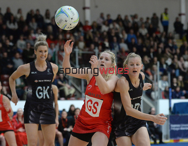Wales Chelsea Lewis battles with New Zealand's Katrina Grant (Capt) <br /> <br /> Swansea University International Netball Test Series: Wales v New Zealand<br /> Ice Arena Wales<br /> 08.02.17<br /> ©Ian Cook - Sportingwales