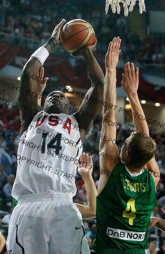 Lamar ODOM (USA) shoots over Renaldas SEIBUTIS (Lithuania)  during the semi-final World championship basketball match against Lithuania in Istanbul, USA-Lithuania, Turkey on Saturday, Sep. 11, 2010. (Novak Djurovic/Starsportphoto.com) .