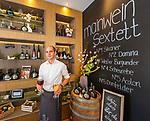 Germany, Bavaria, Lower Franconia, Volkach am Main: innkeeper of wine bistro 'Mainwein' | Deutschland, Bayern, Unterfranken, Volkach am Main: der Wirt des 'Mainwein', das Weinbistro in Volkach