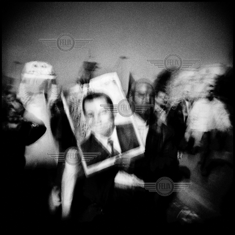 Egypt/Cairo/Tahrir square/Feb 2011. Supporters of Egyptian President Hosni Mubarak in the streets of Cairo holding up pictures of him . Pro and anti-Mubarak people clashed in the city and dozens were reportedly injured. .Giorgos Moutafis