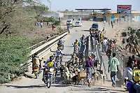 KENYA Turkana, Lodwar, traffic on bridge over river Kawalsee / KENIA, Lodwar, Verkehr auf der Bruecke ueber den Fluss Kawalsee ein Zufluss des Turkwel Fluss
