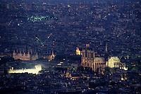 Europe/France/Ile-de-France/75006/Paris: Notre-Dame-de-Paris et l'hôtel de ville vue de nuit // Europe / France / Ile-de-France / 75006 / Paris: Notre-Dame-de-Paris and the town hall seen at night