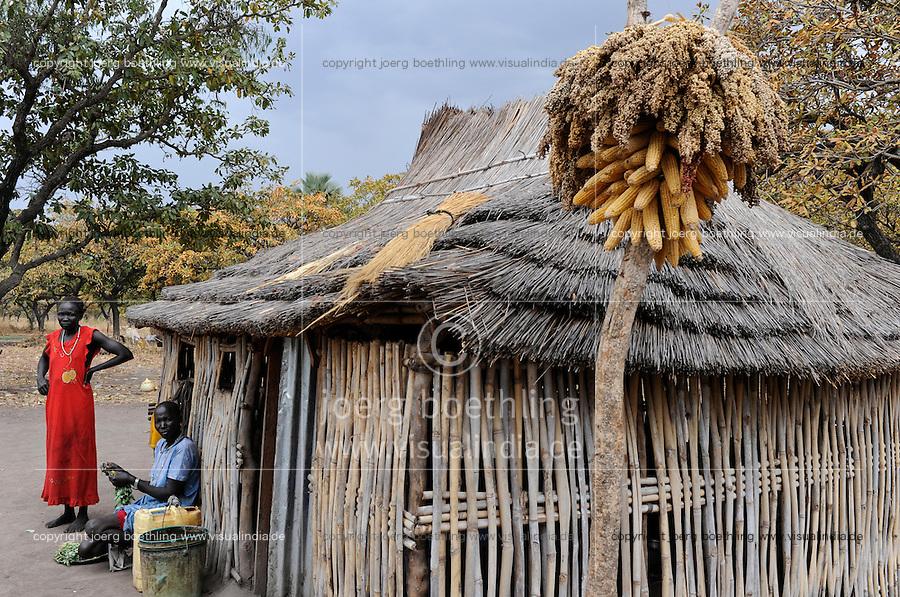 SOUTH-SUDAN Rumbek , village, Colocok, Dinka hut with with Sorghum and maize storage / SUED SUDAN, Rumbek,  Dinka Dorf Colocok, Huette aus Bambus und Stroh mit Sorghum und Mais Speicher