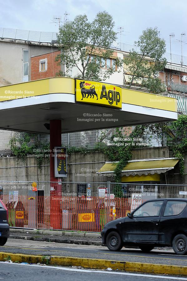 - NAPOLI 4 FEB  2014 - Distributore carburante Agip chiuso in via Cintia Napoli