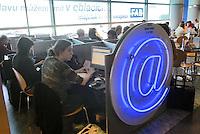 - Praga airport, Internet cafè....- aeroporto di Praga, Internet cafè