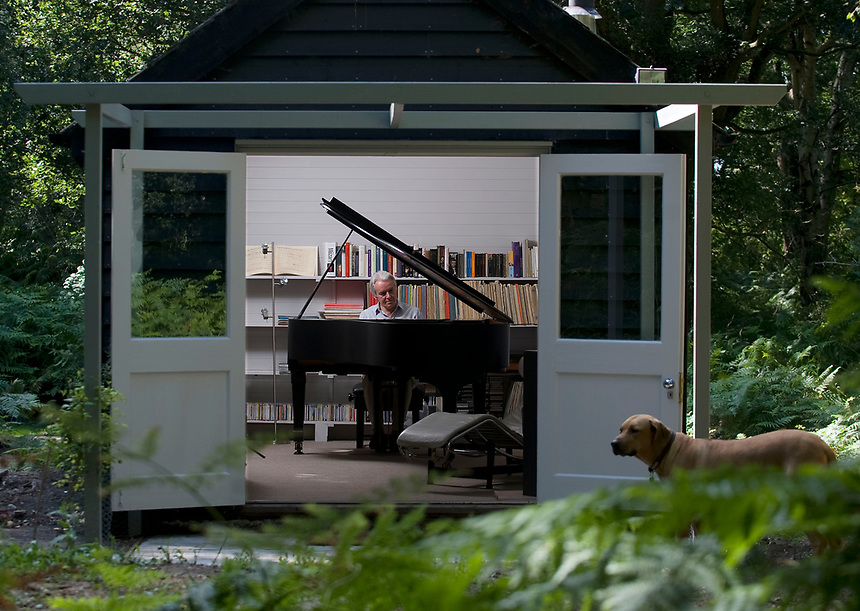 Pianist Christian Blackshaw practising in his hut, Suffolk.<br /> <br /> https://www.ft.com/content/9bf8c0b2-aee4-11e5-b955-1a1d298b6250