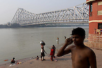 People on the banks of the Ganges River in central Kolkata near the Howrah bridge.<br /> <br /> To license this image, please contact the National Geographic Creative Collection:<br /> <br /> Image ID: 1925768 <br />  <br /> Email: natgeocreative@ngs.org<br /> <br /> Telephone: 202 857 7537 / Toll Free 800 434 2244<br /> <br /> National Geographic Creative<br /> 1145 17th St NW, Washington DC 20036