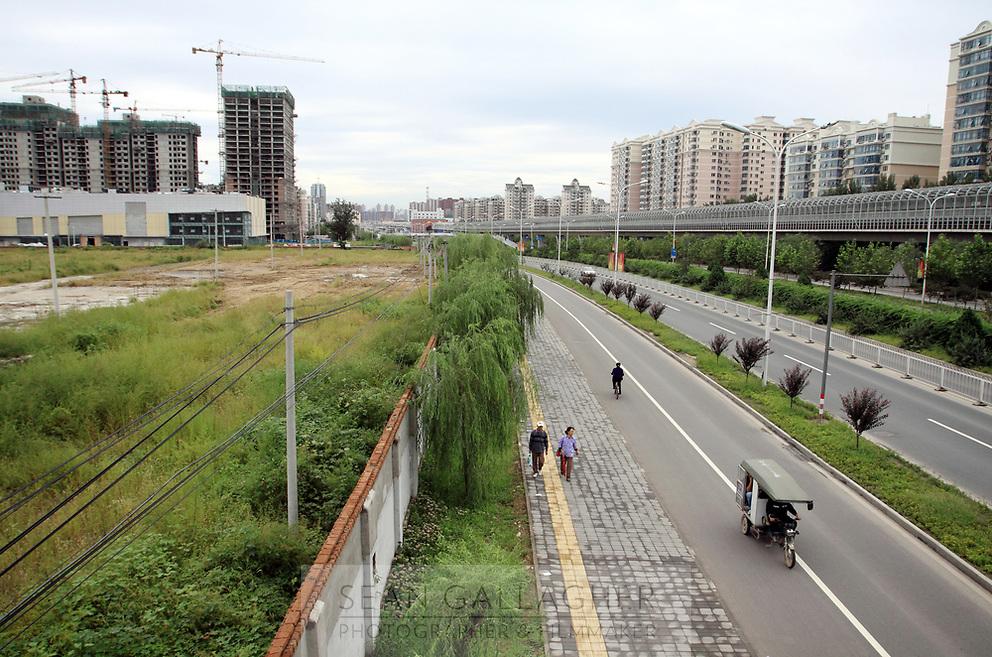 CHINA. Beijing. Developments in the Tiantongyuan suburb in the north of Beijing. 2009