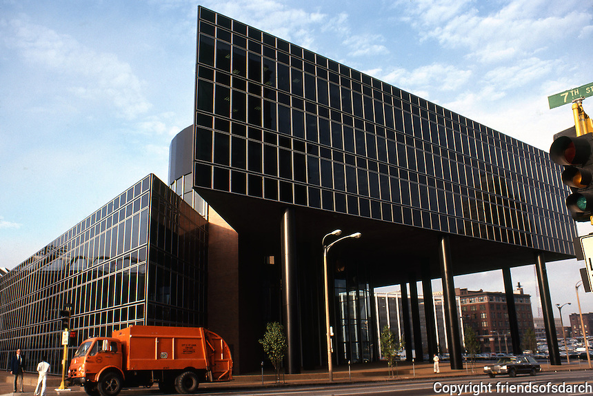 Philip Johnson: North American Life Insurance Building, St. Louis. Glass wall exterior. Post-modern. Photo '78.
