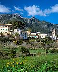 Spanien, Mallorca: Blick auf Bunyola und die Serra de Tramuntana   Spain, Mallorca: Bunyola and the Serra de Tramuntana