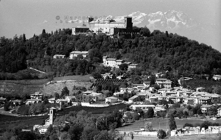 Il castello di Montalto Pavese, paese in provincia di Pavia, e le Alpi sullo sfondo --- The castle of Montalto Pavese, small village in the province of Pavia, and the Alps on the background