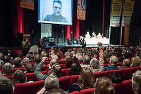 """Rosa Luxemburg-Konferenz 2016 am Samstag den 9. Januar 2016.<br /> Ueber 2500 Menschen sollen nach Angaben des Veranstalters, der Tagenszeitung """"junge Welt"""", zur 21 Rosa Luxemburg-Konferenz gekommen sein. Linke Verlage und Organisationen praesentierten sich den Konferenzbesuchern.<br /> Im Bild: Konferenzteilnehmer jubeln mit erhobener Faust waehrend eines Live-Interview mit Alexej Markov, Gruender und Kommandeur der politischen Abteilung der kommunistischen Brigade """"Prisrak"""" in der Ostukraine.<br /> 9.1.2016, Berlin<br /> Copyright: Christian-Ditsch.de<br /> [Inhaltsveraendernde Manipulation des Fotos nur nach ausdruecklicher Genehmigung des Fotografen. Vereinbarungen ueber Abtretung von Persoenlichkeitsrechten/Model Release der abgebildeten Person/Personen liegen nicht vor. NO MODEL RELEASE! Nur fuer Redaktionelle Zwecke. Don't publish without copyright Christian-Ditsch.de, Veroeffentlichung nur mit Fotografennennung, sowie gegen Honorar, MwSt. und Beleg. Konto: I N G - D i B a, IBAN DE58500105175400192269, BIC INGDDEFFXXX, Kontakt: post@christian-ditsch.de<br /> Bei der Bearbeitung der Dateiinformationen darf die Urheberkennzeichnung in den EXIF- und  IPTC-Daten nicht entfernt werden, diese sind in digitalen Medien nach §95c UrhG rechtlich geschuetzt. Der Urhebervermerk wird gemaess §13 UrhG verlangt.]"""