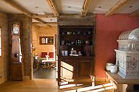 """Europe/France/Rhône-Alpes/73/Savoie/Beaufortain/Hauteluce: Hotel-Restaurant """"La Ferme du Chozal"""" Détail décoration de la salle du restaurant"""