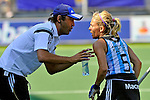 The Hague, Netherlands, June 08: Head coach Carlos Retegui of Argentina discusses a penalty corner play with Macarena Rodriguez Perez #5 of Argentina during the field hockey group match (Women - Group B) between England and Argentina on June 8, 2014 during the World Cup 2014 at Kyocera Stadium in The Hague, Netherlands. Final score 1-2 (1-1)  (Photo by Dirk Markgraf / www.265-images.com) *** Local caption ***