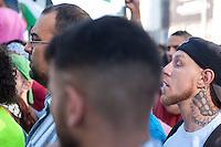 """Ca. 1500 Menschen demonstrierten am Freitag den 11. Juli 2014 in Berlin auf dem Potsdamer Platz ihre Solidaritaet mit Palaestina. Viele von ihnen kamen vom traditionellen Freitagsgebet. Sie protestierten gegen die Bombardierung des Gaza-Streifens und den moeglichen Einmarsch in den Gaza-Streifen durch die Israelische Armee. Trotz aufgeladener Stimmung blieb die Kundgebung friedlich.<br /> Zu den Kundgebungsteilnehmern sprachen Bundestagsabgeordnete der Linkspartei, Gewerkschafter und muslimische Geistliche.<br /> Rechts im Bild:  Der Rechtsextremist Marc Kluge. Kluge ist nach Auskunft verschiedener Medien langjaehriger Neonaziaktivist unter anderem in der Gruppe """"Selbstschutz Sachsen-Anhalt"""", die als Ordnertruppe bei Neonaziveranstaltungen auftritt. 2007 trat Kluge 2007 fuer die NPD bei Kreistagswahlen in Sachsen-Anhalt an. Im Jahr 2009 versuchte er mit der Gruppe """"Sozialrevolutionaere Aktion Mitte (SAM)"""", bestehend aus 8-10 Neonazis aus Sachsen-Anhalt an linken Demonstrationen teilzunehmen.<br /> Kluge trat bei der Palaestina-Kundgebung als Redner auf.<br /> 11.7.2014, Berlin<br /> Copyright: Christian-Ditsch.de<br /> [Inhaltsveraendernde Manipulation des Fotos nur nach ausdruecklicher Genehmigung des Fotografen. Vereinbarungen ueber Abtretung von Persoenlichkeitsrechten/Model Release der abgebildeten Person/Personen liegen nicht vor. NO MODEL RELEASE! Don't publish without copyright Christian-Ditsch.de, Veroeffentlichung nur mit Fotografennennung, sowie gegen Honorar, MwSt. und Beleg. Konto: I N G - D i B a, IBAN DE58500105175400192269, BIC INGDDEFFXXX, Kontakt: post@christian-ditsch.de<br /> Urhebervermerk wird gemaess Paragraph 13 UHG verlangt.]"""