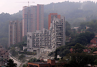 MEDELLÍN - COLOMBIA, 27-02-2014.  Hoy fue realizada la implosión de la torre 5 del edificio Space en Medellín que fuera afectada seriamente tras el desplome de la torre 6 el pasado mes de octubre de 2013./ Today was conducted the implosion of tower 5 of the Space building in Medellin that was affected seriously after the collapse of tower 6 the past October of 2013.  Photo: VizzorImage/ Cortesía Camilo Gil