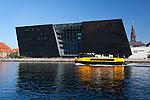 Denmark, Zealand, Copenhagen: Den Sorte Diamant (Black Diamond) from across Inderhavn | Daenemark, Insel Seeland, Kopenhagen: Den Sorte Diamant (der schwarze Diamant) ist ein architektonisch moderner, kubischer Anbau der Daenischen Koeniglichen Bibliothek auf der Insel Slotsholmen