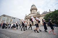 Frohnleichnahmsfeier mit anschliessender Prozession in Berlin.<br /> Die Katholische Kirche Berlin beging am Donnerstag den 26. Mai 2016 ihren Frohnleichnam mit einer Heiligen Messe und einer anschliessenden Frohnleichnamsprozession auf dem Gendarmenmarkt in der Berliner Innenstadt. An der Messe und der Prozession nahmen mehere tausend Glaeubige aus verschiedenen Nationen teil.<br /> 26.5.2016, Berlin<br /> Copyright: Christian-Ditsch.de<br /> [Inhaltsveraendernde Manipulation des Fotos nur nach ausdruecklicher Genehmigung des Fotografen. Vereinbarungen ueber Abtretung von Persoenlichkeitsrechten/Model Release der abgebildeten Person/Personen liegen nicht vor. NO MODEL RELEASE! Nur fuer Redaktionelle Zwecke. Don't publish without copyright Christian-Ditsch.de, Veroeffentlichung nur mit Fotografennennung, sowie gegen Honorar, MwSt. und Beleg. Konto: I N G - D i B a, IBAN DE58500105175400192269, BIC INGDDEFFXXX, Kontakt: post@christian-ditsch.de<br /> Bei der Bearbeitung der Dateiinformationen darf die Urheberkennzeichnung in den EXIF- und  IPTC-Daten nicht entfernt werden, diese sind in digitalen Medien nach §95c UrhG rechtlich geschuetzt. Der Urhebervermerk wird gemaess §13 UrhG verlangt.]