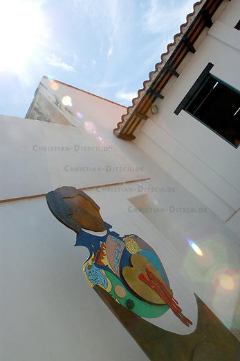 Denkmal fuer Revolutionaer Manuel Piar. Der Mulatte Piar wurde 1817 auf Befehl des Revolutionsfuehrers Simon Bolivar nach mehrmonatiger Haft hingerichtet.<br /> 16.11.2004, Ciudad Bolivar / Venezuela<br /> Copyright: Christian-Ditsch.de<br /> [Inhaltsveraendernde Manipulation des Fotos nur nach ausdruecklicher Genehmigung des Fotografen. Vereinbarungen ueber Abtretung von Persoenlichkeitsrechten/Model Release der abgebildeten Person/Personen liegen nicht vor. NO MODEL RELEASE! Nur fuer Redaktionelle Zwecke. Don't publish without copyright Christian-Ditsch.de, Veroeffentlichung nur mit Fotografennennung, sowie gegen Honorar, MwSt. und Beleg. Konto: I N G - D i B a, IBAN DE58500105175400192269, BIC INGDDEFFXXX, Kontakt: post@christian-ditsch.de<br /> Bei der Bearbeitung der Dateiinformationen darf die Urheberkennzeichnung in den EXIF- und  IPTC-Daten nicht entfernt werden, diese sind in digitalen Medien nach §95c UrhG rechtlich geschuetzt. Der Urhebervermerk wird gemaess §13 UrhG verlangt.]