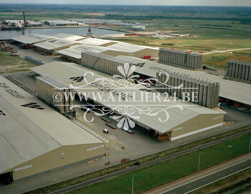 Augustus 1994. Katoen Natie in de haven van Antwerpen.