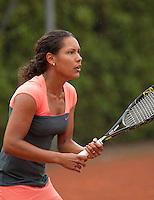 12-8-09, Den Bosch,Nationale Tennis Kampioenschappen, 1e ronde,  Kelly de Beer in de regen