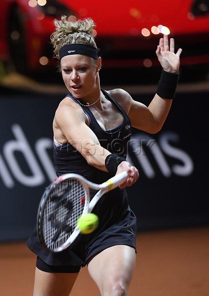 25 April 2018, Stuttgart, Germany: Tennis: WTA-Tour - Stuttgart, Singles, Ladies: Germany's Laura Siegemund playing against Vandeweghe from the US. Photo: Marijan Murat/dpa