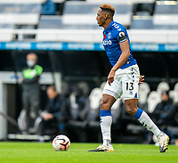 1st November 2020; St James Park, Newcastle, Tyne and Wear, England; English Premier League Football, Newcastle United versus Everton; Yerry Mina of Everton on the ball