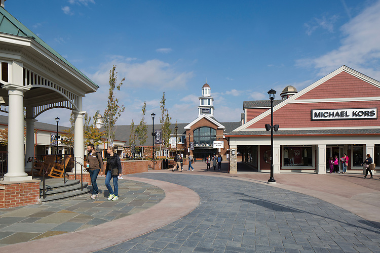 Market Hall at Woodbury Commons Premium Outlets | FRCH