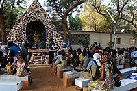 NIGER Niamey, sunday mass at shrine of catholic cathedral / NIGER Niamey, Gottesdienst an einem Schrein der Kathedrale der katholischen Kirche