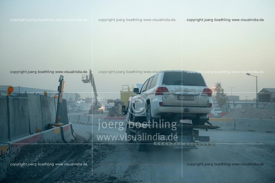 QATAR, Doha, industrial complex outside the city, migrant worker  / KATAR, Doha, Industriekomplex ausserhalb der Stadt, Gastarbeiter