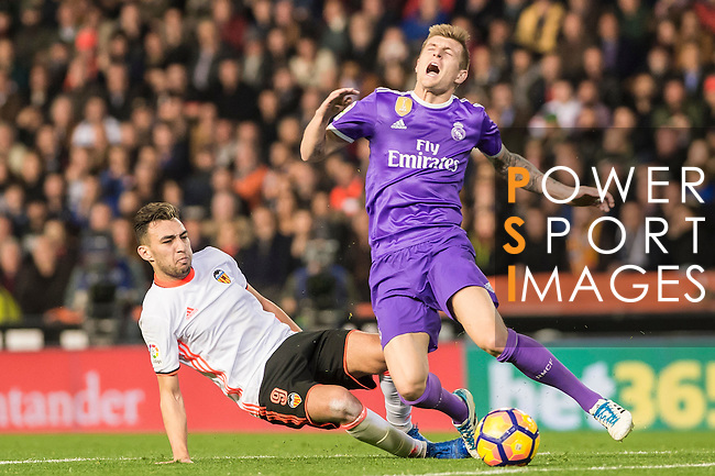 Toni Kroos (r) of Real Madrid battles for the ball with Munir El Haddadi Mohamed of Valencia CF during their La Liga match between Valencia CF and Real Madrid at the Estadio de Mestalla on 22 February 2017 in Valencia, Spain. Photo by Maria Jose Segovia Carmona / Power Sport Images