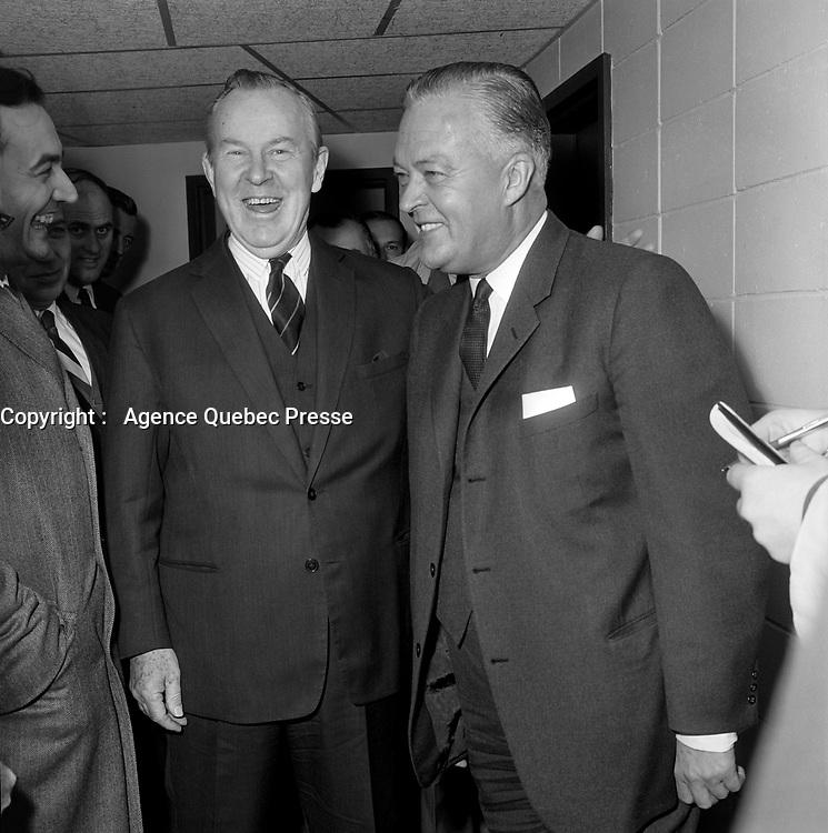 Lester Bowles Pearson et Jean Lesage durant la<br /> Campagne electorale Liberale Federale,  <br /> le 12 octobre 1965<br /> <br /> Photo: Photo Moderne - Agence Quebec Presse<br /> <br /> <br /> NOTE : Publication  dans Le Soleil 12 et 13 octobre 1965