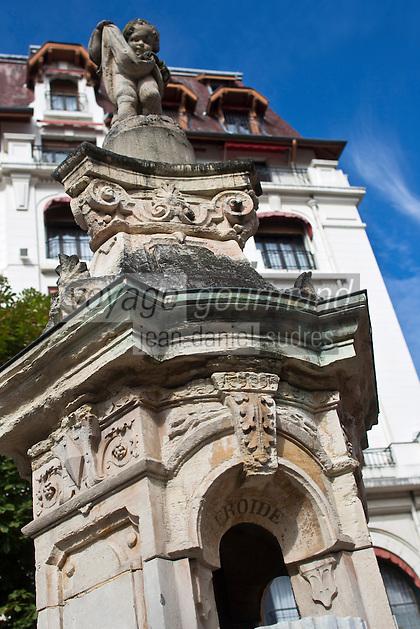 Europe/France/Rhône-Alpes/73/Savoie/Aix-les-Bains:  Square du temple de Diane - Fontaine au chérubin